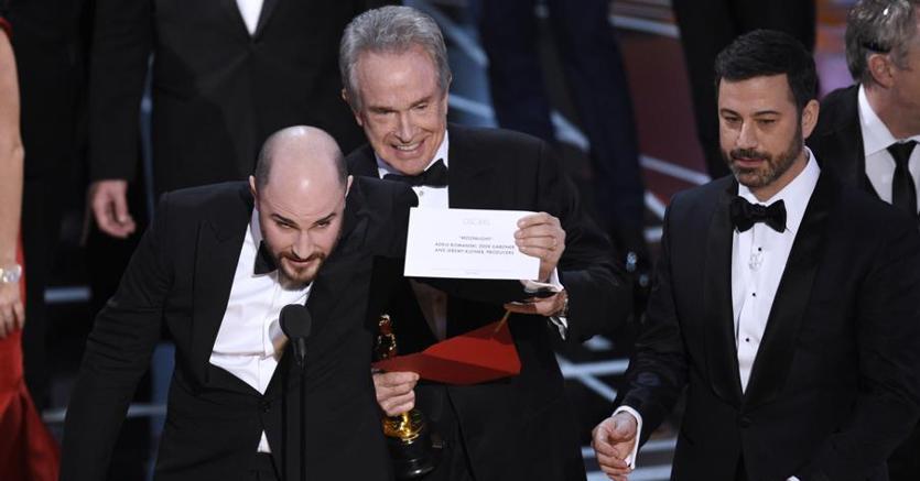 Il produttore Jordan Horowitz rettifica l'annuncio di Warren Beatty e Faye Dunaway e mostra la busta giusta